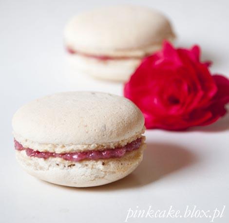 makaroniki z różą, makaroniki różane, rose petals macaroons, macoaroons with rosa jam